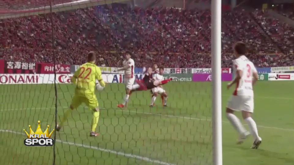 Japon futbolcudan şık gol