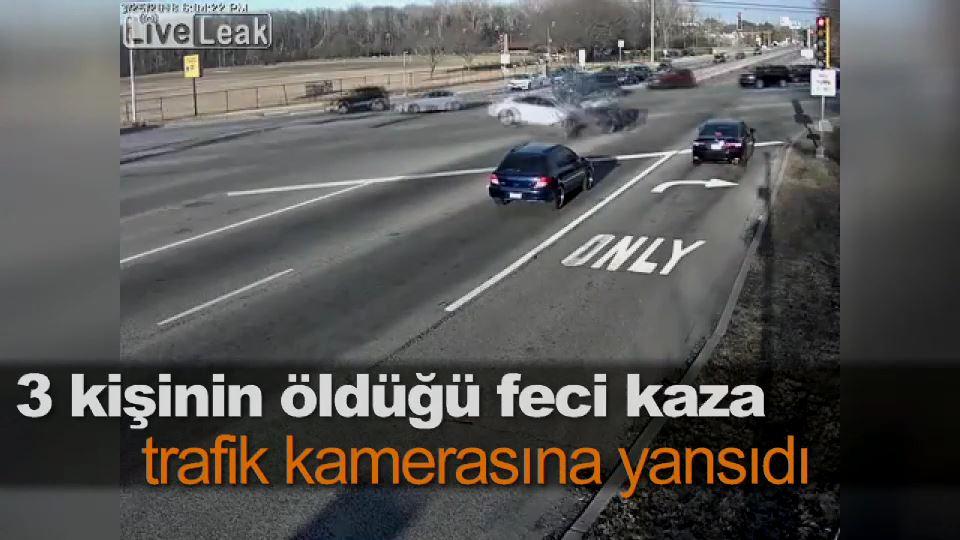 3 kişinin öldüğü feci kaza trafik kamerasına yansıdı