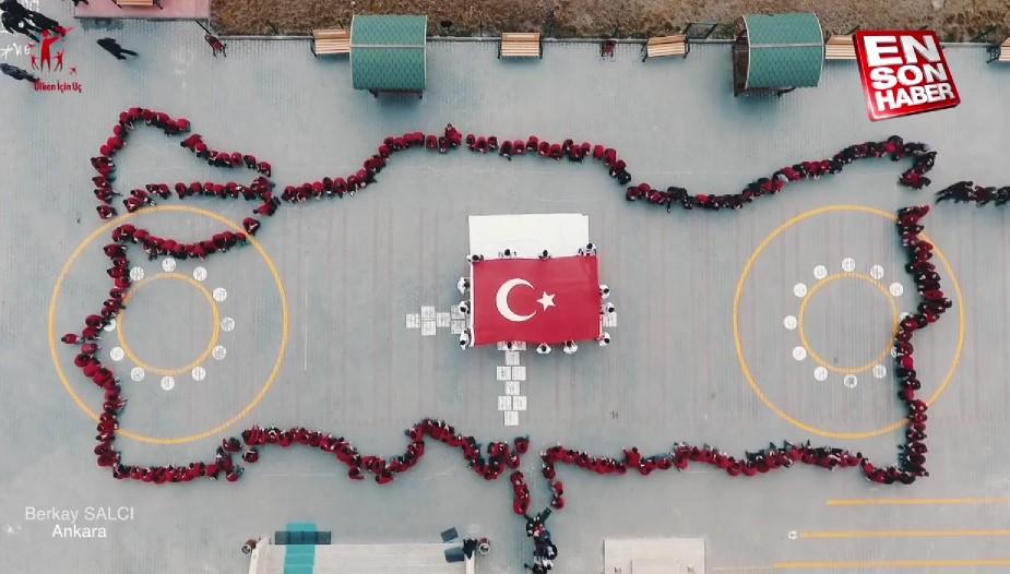 Çocukların bayrak sevgisi havadan görüntülendi