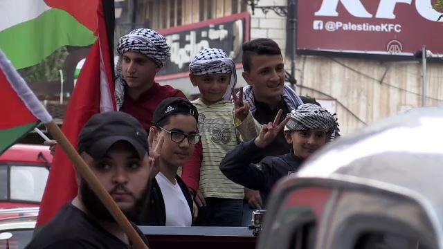 Nekbe mağdurlarını taşıyan otobüslerle Ramallah'ta protesto
