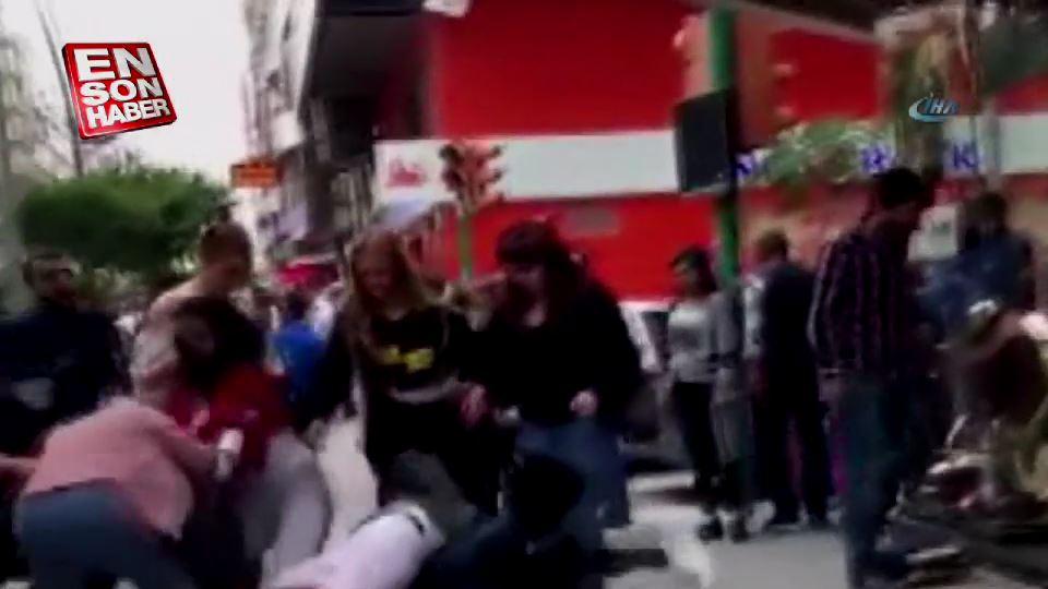 Kızlar cadde ortasında kavga etti
