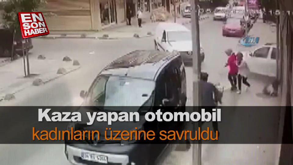 Kaza yapan otomobil kadınların üzerine savruldu