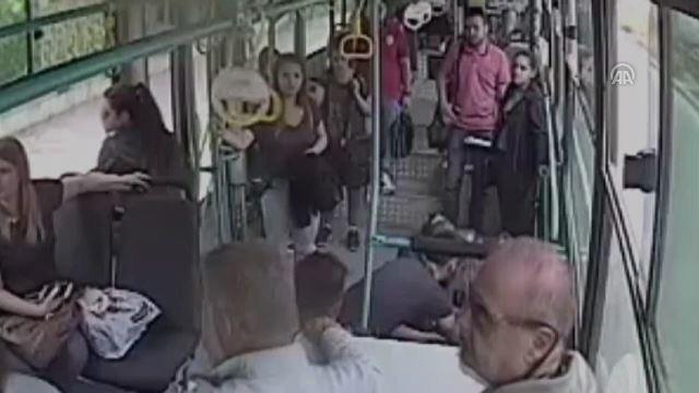 Rahatsızlanan yolcuyu halk otobüsüyle hastaneye götürdü