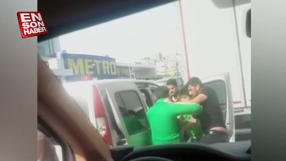 Sokak ortasında 'Polisiz' diyip dövdüler