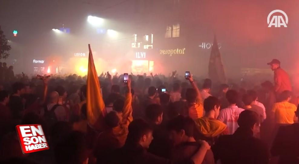 Galatasaray taraftarları İstanbul'da şampiyonluğu kutladı