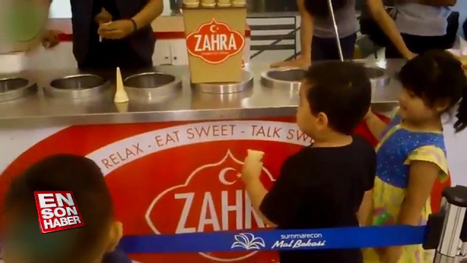 Küçük çocuğun dondurmacıya komik isyanı