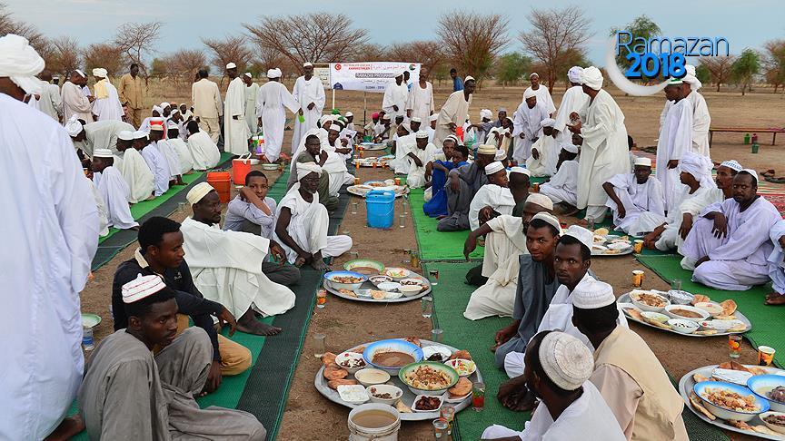Diyanet Vakfı'ndan 10 bin Sudanlı'ya iftar