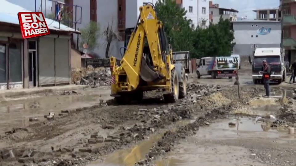 Yüksekova'da elektrik telleri yer altına alınıyor
