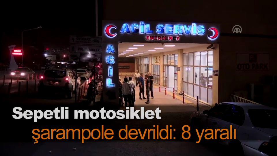 Sepetli motosiklet şarampole devrildi: 8 yaralı