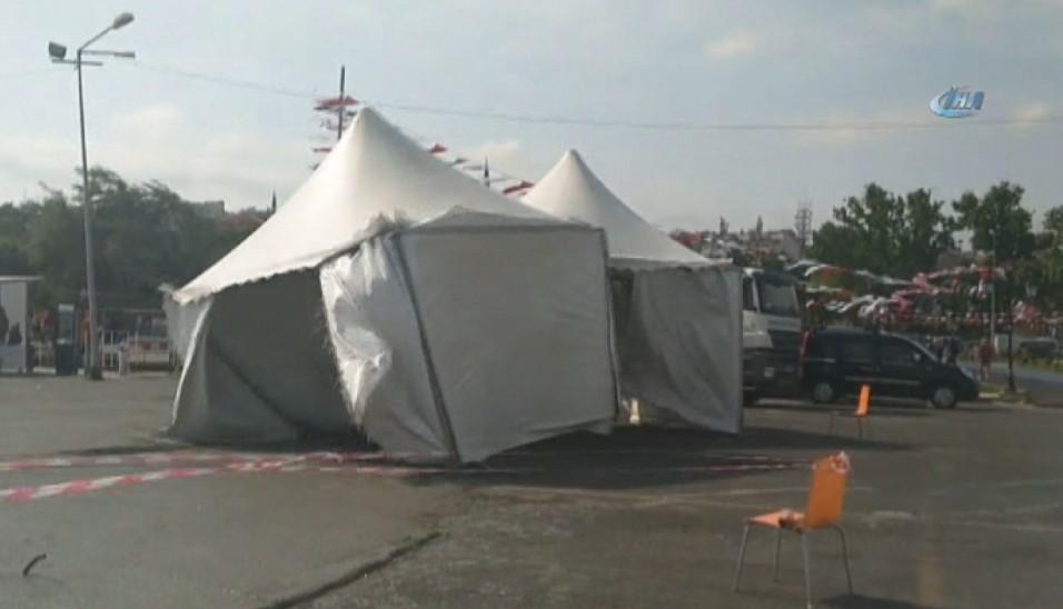 Tekirdağ'da şiddetli fırtına çadırları uçurdu
