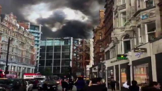 Londra'da 12 katlı otel yandı