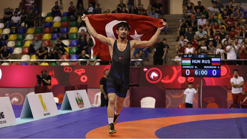 Genç Milli güreşçi Kerem Kamal Avrupa Şampiyonu
