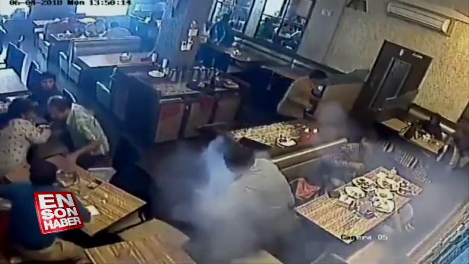Restoranda patlayan telefon panik yarattı