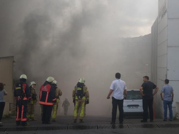 Gaziosmanpaşa'da tekstil fabrikasında yangın