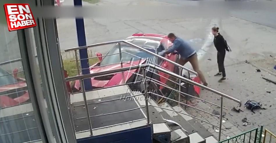 Kaza sonucu hurdaya dönen Corvette