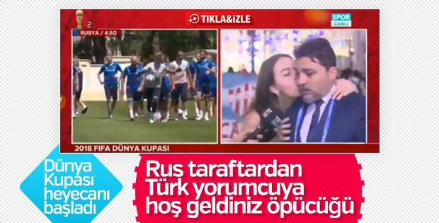 Rus taraftar Türk yorumcuyu canlı yayında öptü