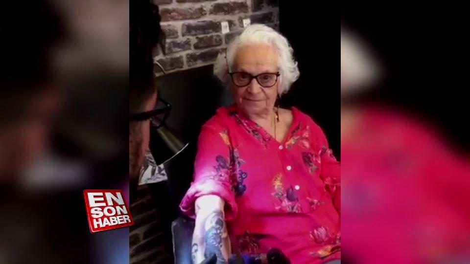 79 yaşında koluna Atatürk dövmesi yaptıran kadın
