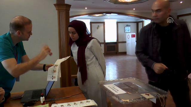 Yurt dışındaki Türk seçmenler sandık başında