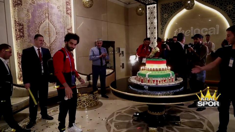 Salah'a 100 kilogramlık doğum günü pastası