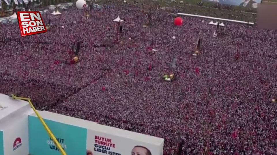 Vatandaşlar Yenikapı'daki mitinge akın etti