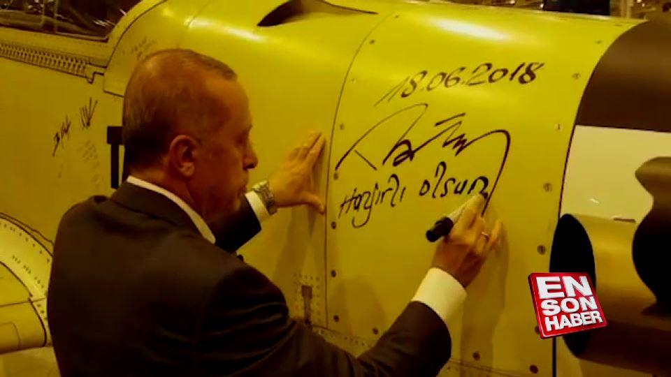Erdoğan Hürkuş'u imzaladı