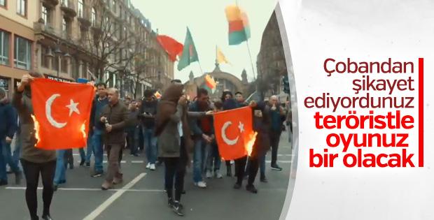 Türk bayrağı yakıp Atatürk'e küfür eden HDP'liler