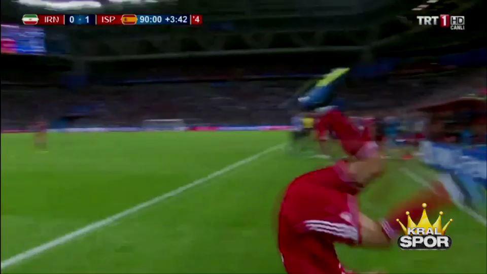 Taç kullanamayan İranlı futbolcu güldürdü