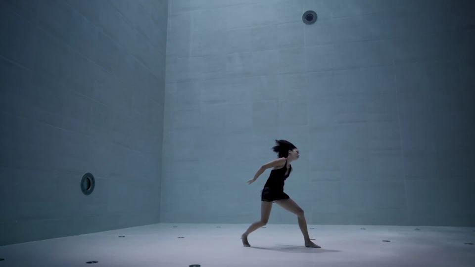 Dünyanın en derin havuzunda gerçekleştirilen su altı koreografisi