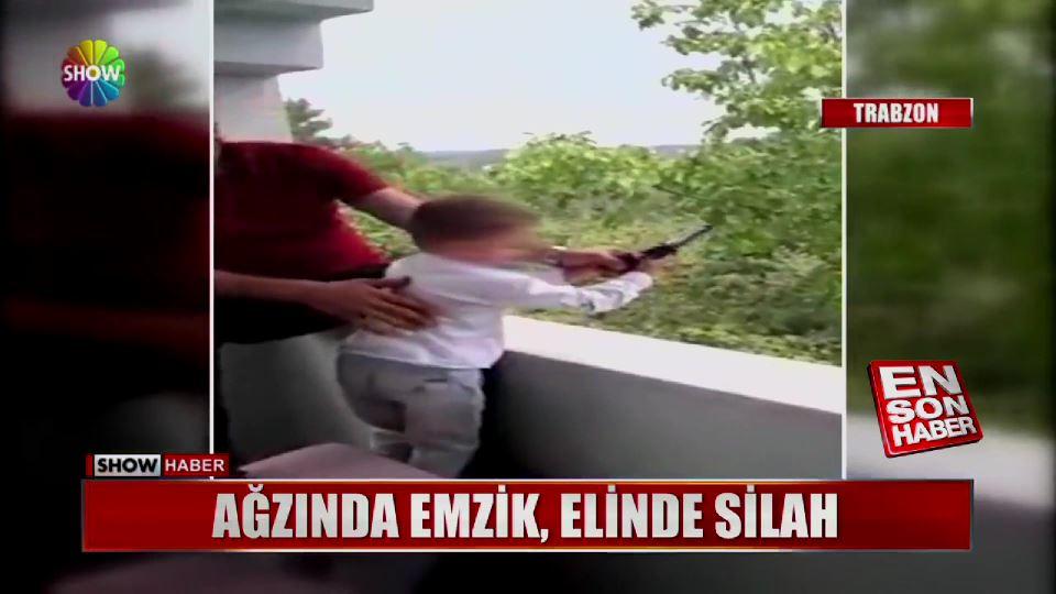 Çocuğunun eline tabanca verip atış yaptırdı