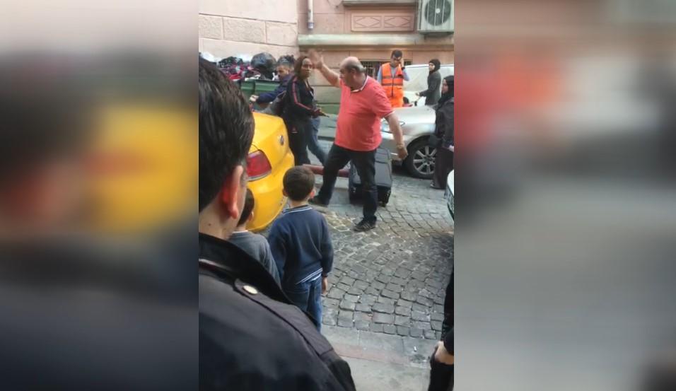 Kadın turist ile taksicinin küfürlü kavgası