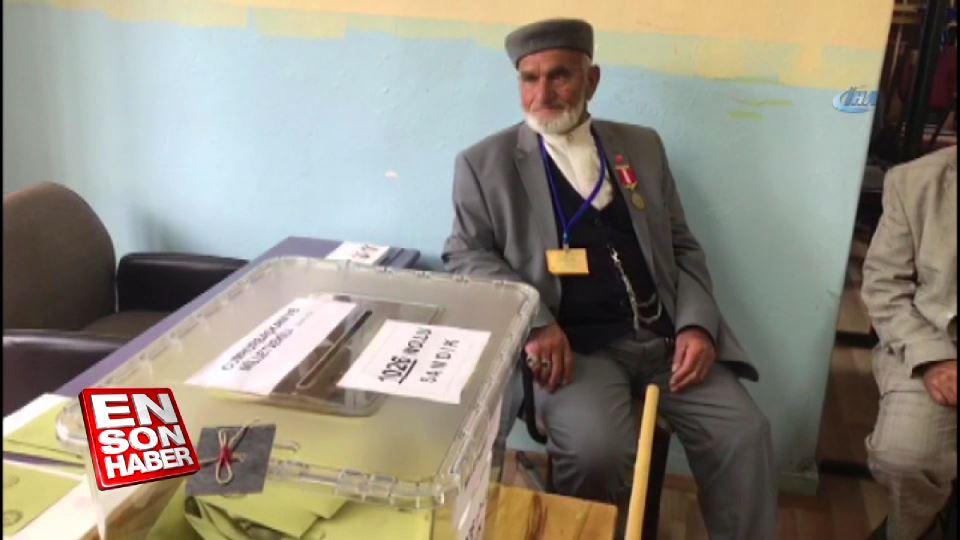 82 yaşındaki adam 60 yıldır seçimlerde müşahitlik yapıyor