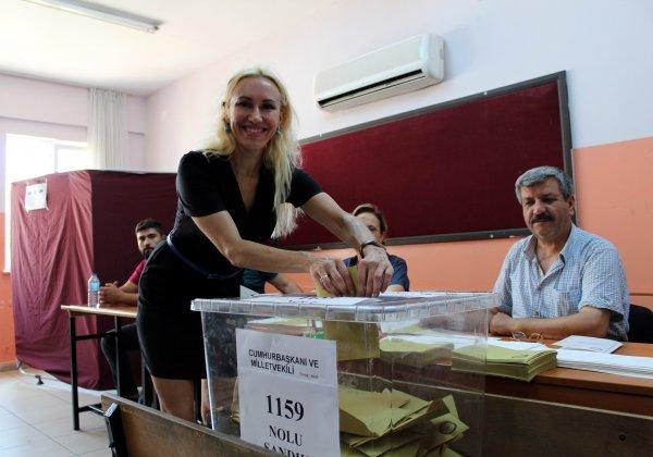 Rus gelinler oy kullandı