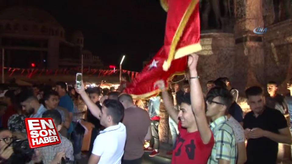 Taksim Meydanı'nda coşkulu kutlama