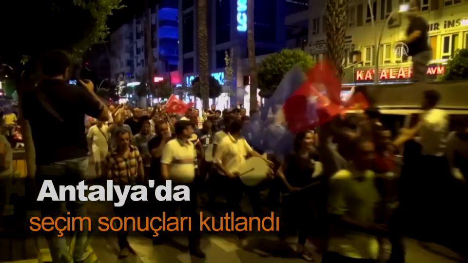 Antalya'da seçim sonuçları kutlandı