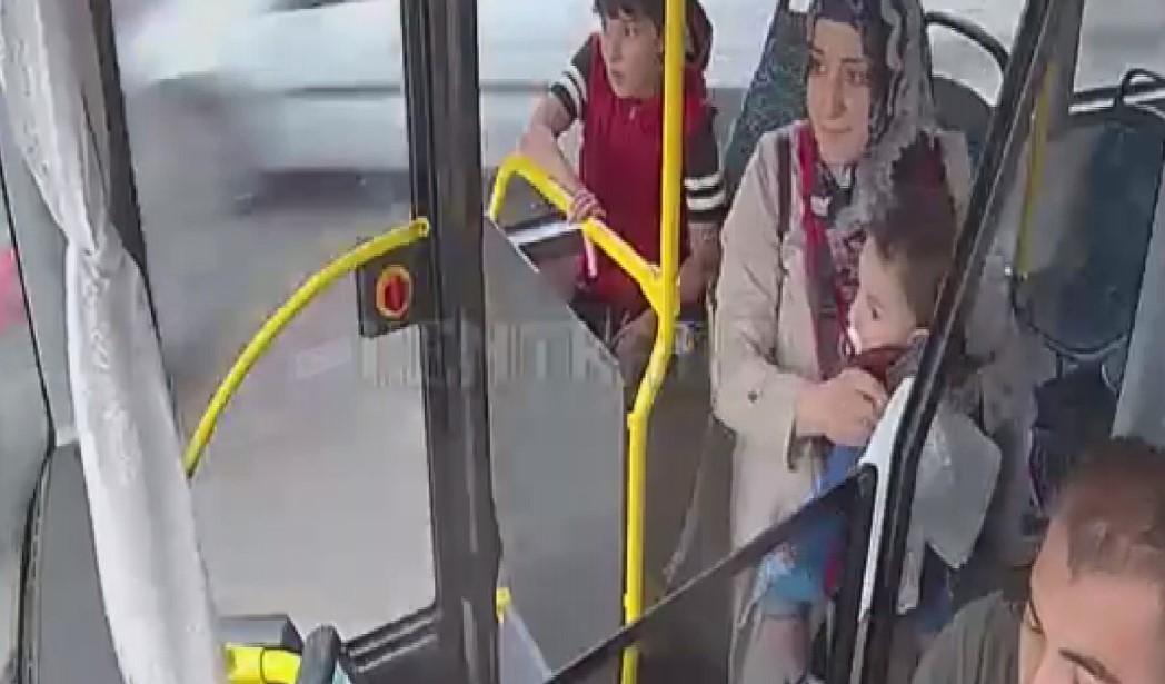Otobüsü ağlayan çocuk için hastaneye sürdü