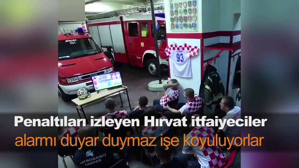 Penaltıları izleyen Hırvat itfaiyeciler, alarmı duyar duymaz işe koyuluyorlar