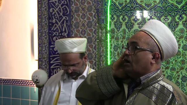 Darbedilen imam ile müezzin birlikte sela okudu