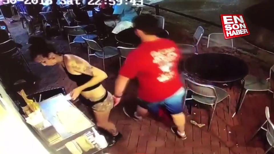 Garson kız tacizci adamı yere serdi